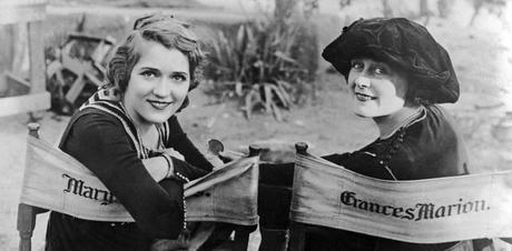 Mary Pickford et Frances Marion en 1920, sur le tournage de «The Love Light» |