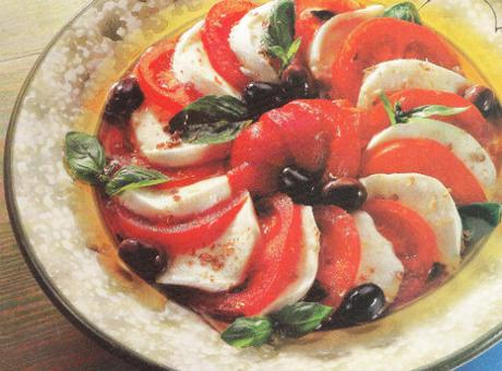 Salade mozzarelle, poivrons marinés, bouquet de Provence