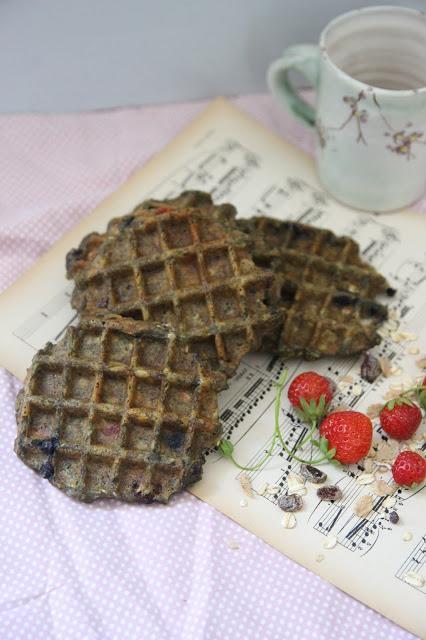 Cuillère et saladier : Gaufres (véganes) au muesli