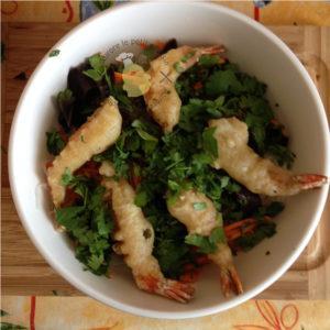 Salade asiatique aux tempura de gambas
