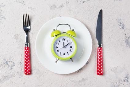 Cette forme de jeûne quotidien, nommé 16 : 8 pour ses 16 heures de jeûne et ses 8 heures d'alimentation, s'avère un outil efficace pour réduire le poids et abaisser la tension artérielle.