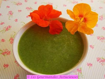 Soupe froide à la courgette et aux capucines (Vegan)