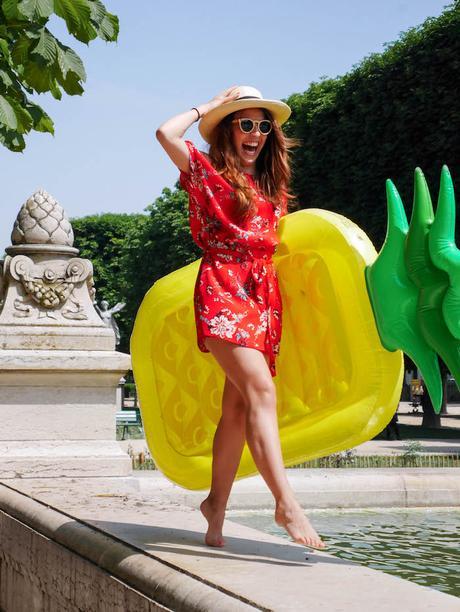 plage a paris le jacquard français bouée ananas jaune fontaine paris mannequin model clemaroundthecorner blog déco