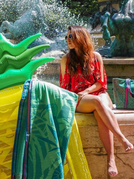 plage a paris le jacquard français bouée ananas sac serviette de bain bleu vert turquoise mode combinaison rouge fleurie fontaine paris clemaroundthecorner blog deco