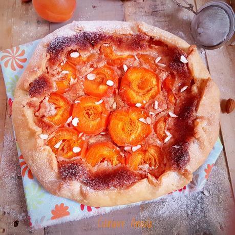 Tarte rustique aux abricots et aux amandes