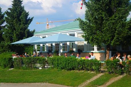 vienne vienna hietzing schönbrunn jausen station jardin caché parc