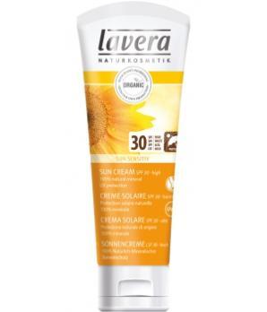 Crèmes solaires, protection cheveux, soins de l'été : on emporte quoi dans sa valise ?