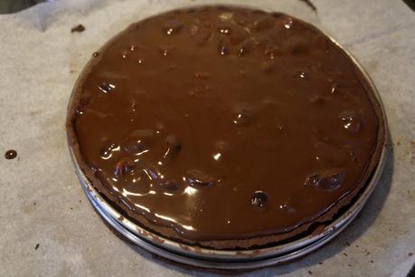Une Forêt noire ! Non, une tarte ! Non, une forêt noire ! Non, une tarte ! OKKKK une Tarte Forêt Noire... ou presque...