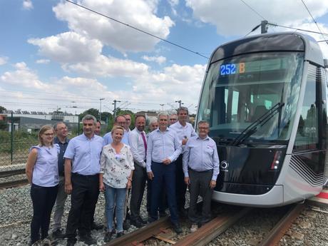#Caenlamer - #Alstom - Présentation officielle de la 1ère rame du tramway de la Communauté urbaine Caen la mer a la Rochelle !