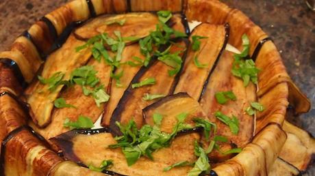 Gâteau aux aubergines , fromage frais et pistou