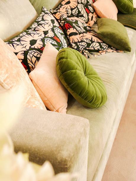 monoprix déco 2018 2019 blog déco clemaroundthecorner blush canape salon floral