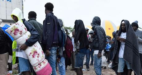 Environ 600 clandestins expulsés d'Algérie secourus en plein désert