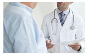 Lorsque l'hypotension orthostatique est détectée chez les adultes d'âge moyen qui n'ont pas de maladie cardiovasculaire connue, les professionnels de santé devraient rechercher une maladie cardiaque non détectée