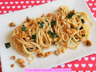 Spaghettis à l'ail et aux noix (Recette express)