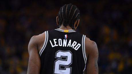 Kawhi Leonard aux Raptors en échange de DeMar DeRozan