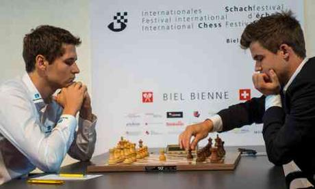 Nico Georgiadis neutralise Magnus Carlsen dans la ronde 4 - Photo © Lennart Ootes