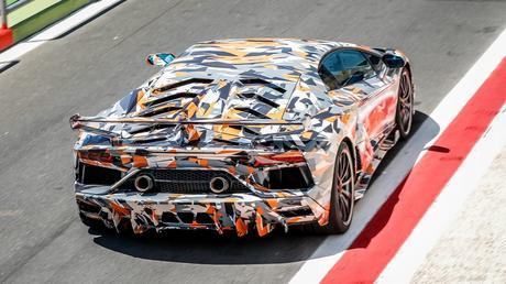 Lamborghini Aventador SVJ: reine du Ring