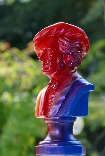 Ouverture du Festival de Bayreuth: les bustes rouges et bleus du Maître