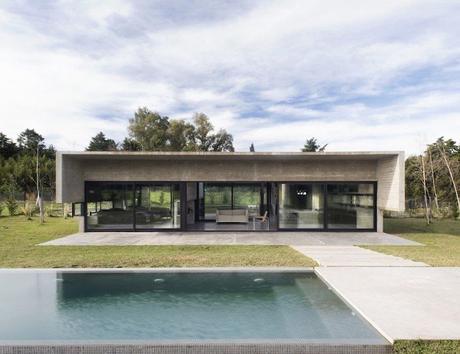 maison sans étage piscine salon