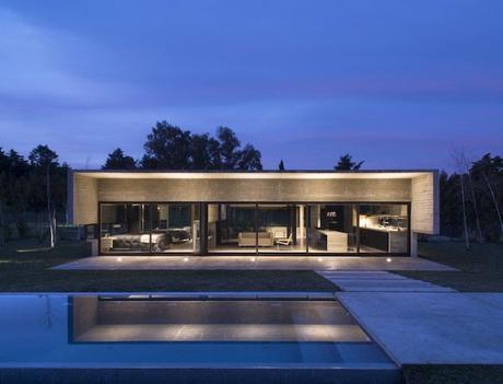 maison sans étage nuit salon piscine