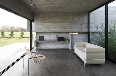maison sans étage salon sobre chic canapé blanc