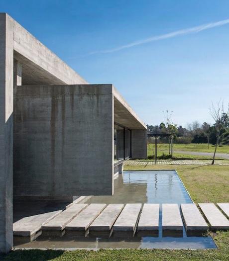 maison sans étage bassin entrée jardin