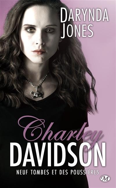 Couverture Charley Davidson, tome 09 : Neuf tombes et des poussières