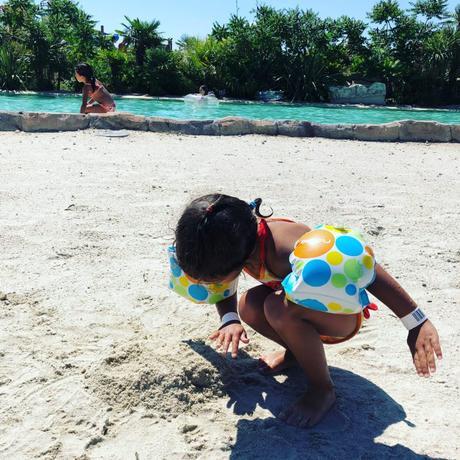 wave island avec de jeunes enfants