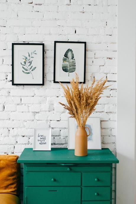 accrocher un poster affiche vegetale feuille mur brique blanche blog déco clemaroundthecorner