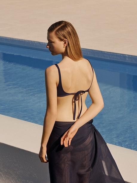 COS crée l'art du maillot de bain minimaliste