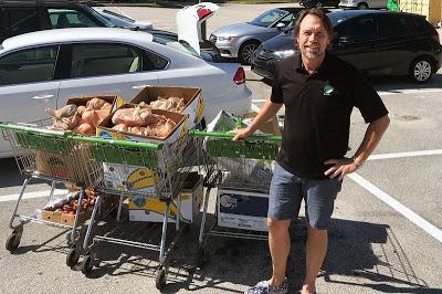 Ce prof de lycée a quitté son job pour livrer de l'épicerie. Maintenant, il gagne 100.000 $ par an