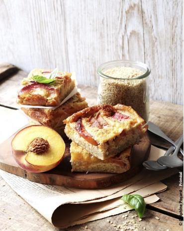Recette bio Priméal : Clafoutis bio au quinoa, pêche et fleur d'oranger