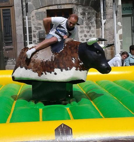 Comment tenir le plus longtemps sur un taureau mécanique ?