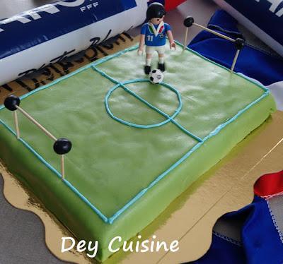 Terrain de foot : le gâteau des 8 ans!