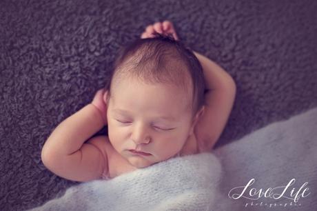 Photographe professionnelle bébé nouveau né Versailles