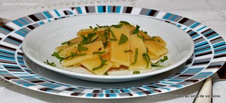 Parmigiano Reggiano confit au sucre et à la fraîcheur de verveine et mélisse.