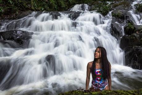 L'image contient peut-être: 1 personne, plein air, nature et eau