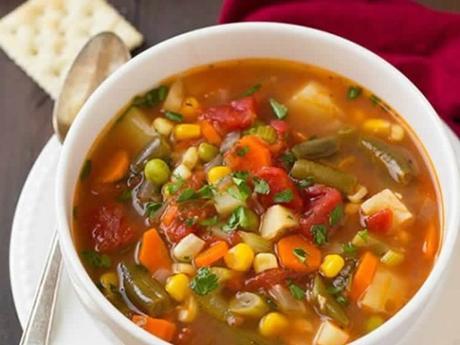 Soupe de légumes coupés en petits dés au thermomix