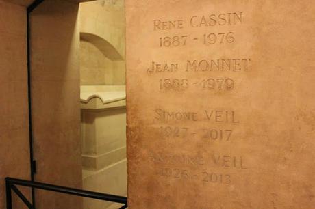 Exposition illustres C215 street-art sur les murs pantheon paris centre des monuments nationaux cmn
