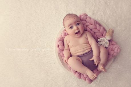 Photographe professionnelle bébé en studio Saint Germain en Laye