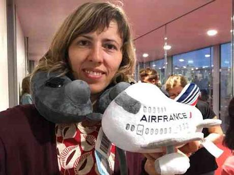 Embarquement pour le vol Air France Paris - Tirana ce samedi matin pour la grand maître féminin d'échecs Tatiana Dornbusch qui représentera Monaco
