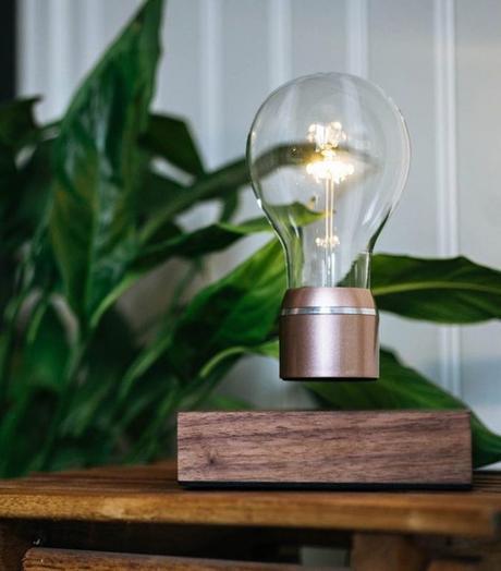 flyte lampe de créateur volante bois tourne blog deco design clemaroundthecorner
