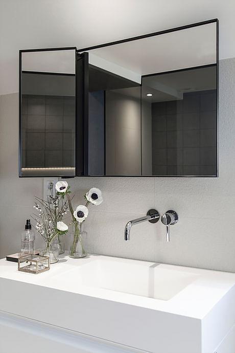 maison de 210m2 salle de bain decoration noir blanc minimaliste blog deco clemaroundthecorner
