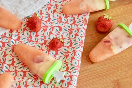 Popsicles au pamplemousse, vanille et fraises pour prolonger l'été