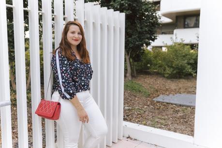L'automne en pantalon blanc