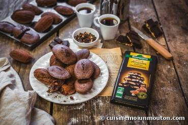 Recette bio : Madeleines bio au chocolat noir et amandes entières caramélisées par Bonneterre