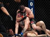 Conor McGregor vaincu Khabib Nurmagomedov dans ambiance chaos