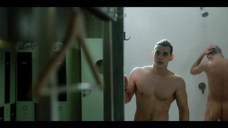 ÉLITE : Christian, défringué dans les couloirs dans l'épisode 1