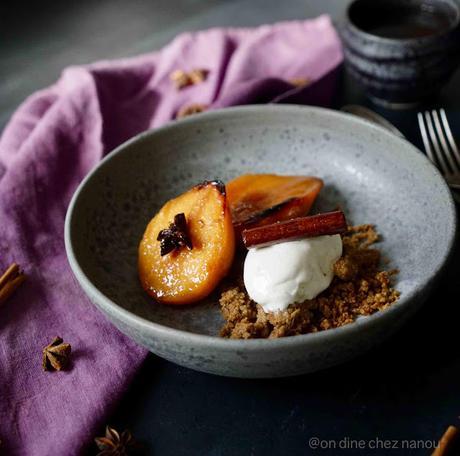 Coings fondants aux épices (cuisson au four), crumble de châtaigne et glace vanille