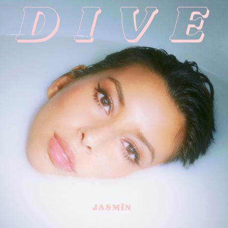 Plongez dans la musique ennivrante de Jasmïn